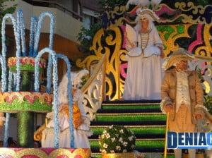 La carroza de la Falla Darrere del Castell en el Desfile de Carrozas 2012