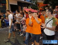 Los quintos 2012 desfilan ante el público en el Desfile de Carrozas 2012