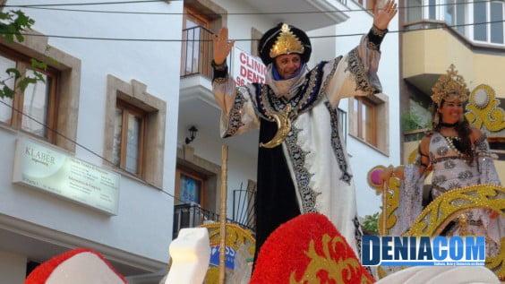 Presidente y Fallera Mayore de la Falla Baix la Mar en su carroza Daniya Musulmana