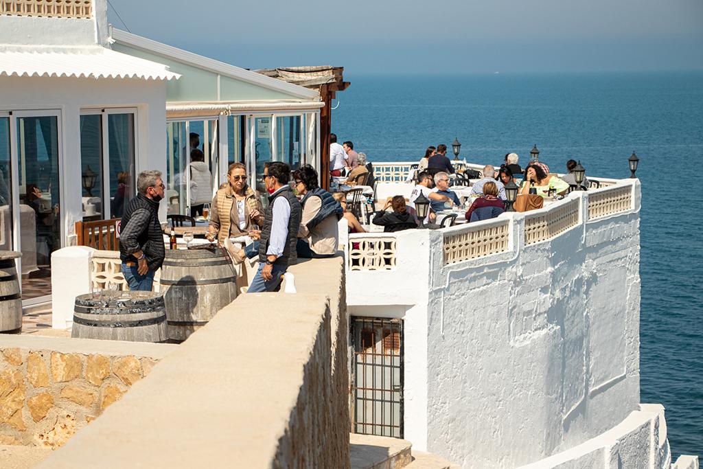 Terraza-con-vistas-al-mar-Restaurante-Mena