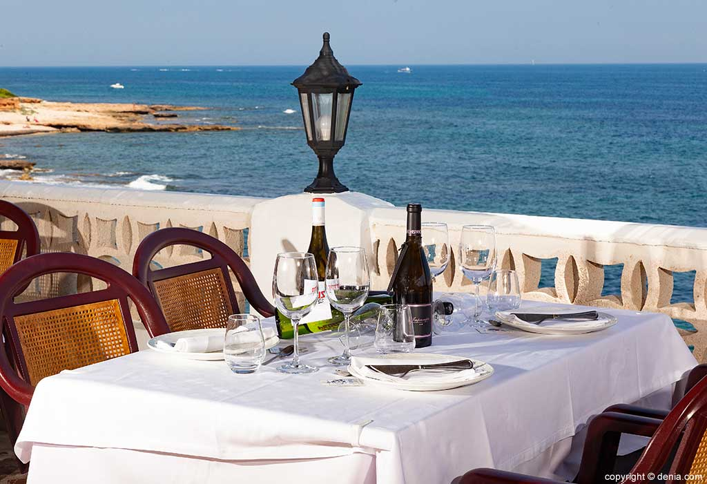 Meal with sea view in Mena Restaurant