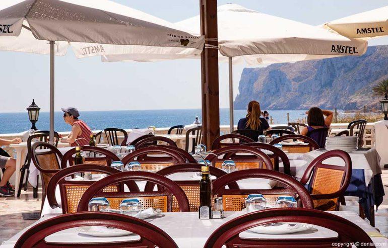 Mesas en la terraza Restaurante Mena