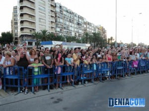 El público disfruta en el Desembarco de los Moros y Cristianos Dénia 2012