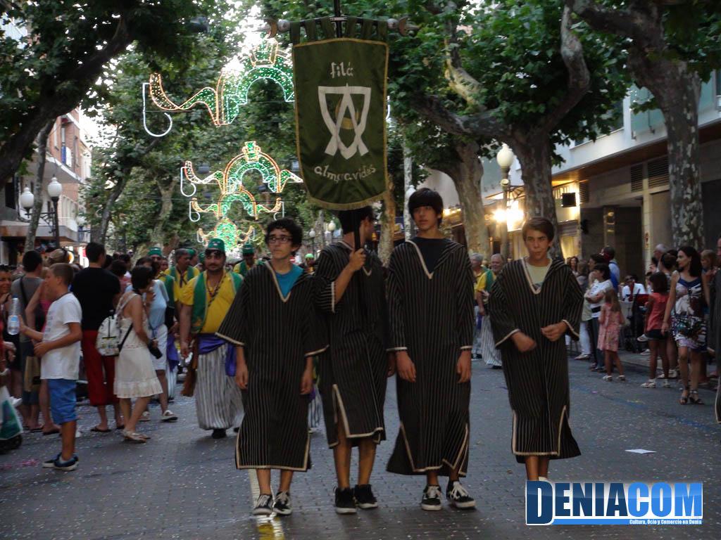 Estandarte de la fil almor vides en el desfile infantil for Piscina municipal los cristianos