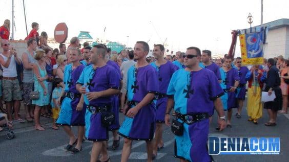 Filà Creuats durante el pasacalle posterior al Desembarco de los Moros y Cristianos Dénia 2012