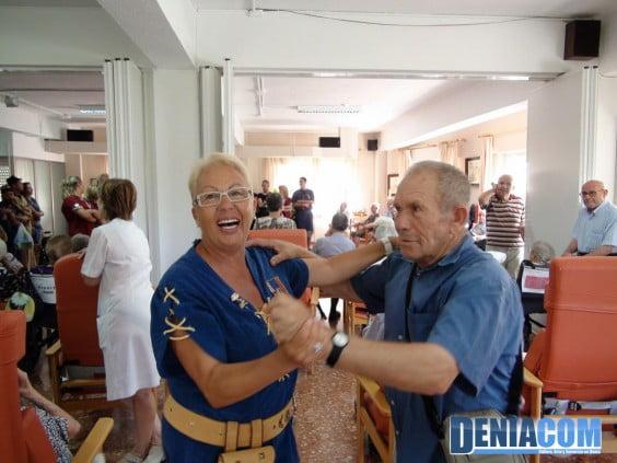 Visita de los Moros y Cristianos a la Residencia de Ancianos