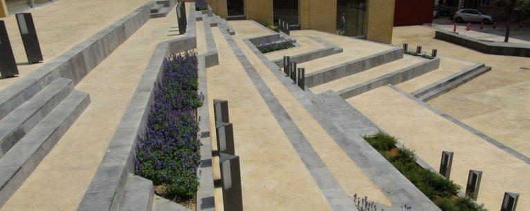 Las escaleras de la Plaza del Consell tienen nueva forma