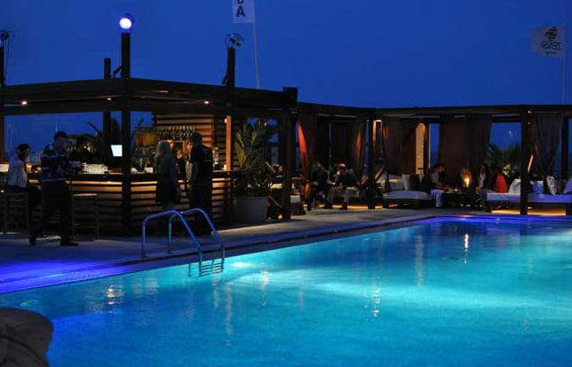 piscina de zensa marina en d nia por la noche d