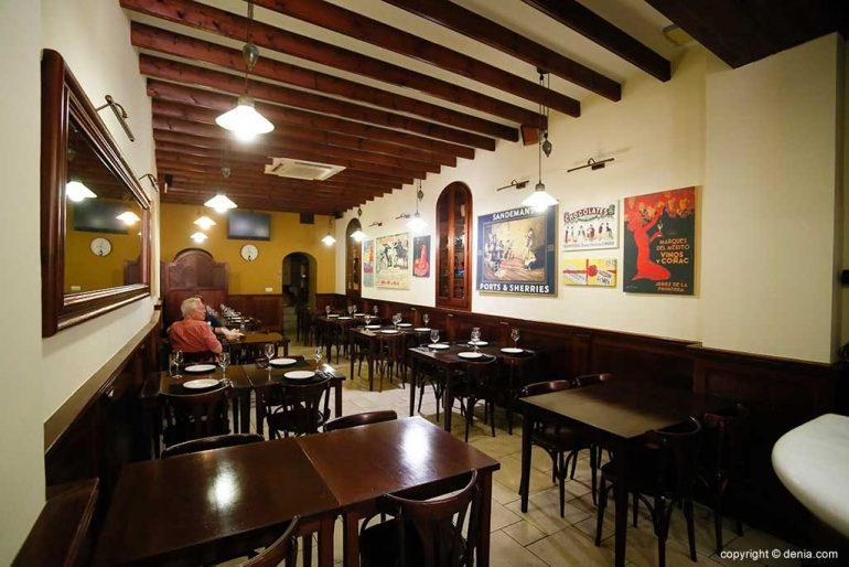 Salón interior Taberna Sevillana