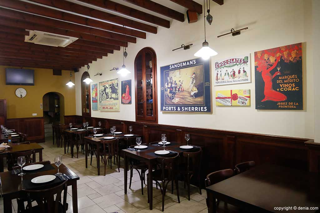 Taberna Sevillana interior dining room