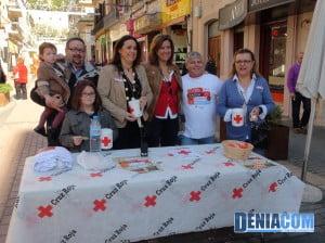 Ana Kringe, Alcaldesa de Dénia y Isabel Gallego, Concejala de Juventud en el Stand Calle Diana el Dia de la Banderita de Cruz Roja Dénia