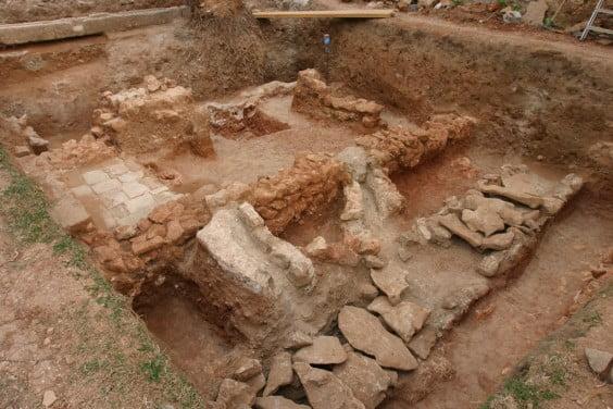 Restos arqueológicos de una calle andalusí en Dénia