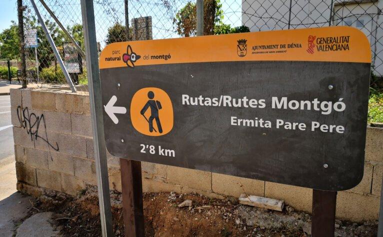 Cartel al comienzo del Camí de Sant Joan, en la rotonda de intersección con la calle Diana de Dénia