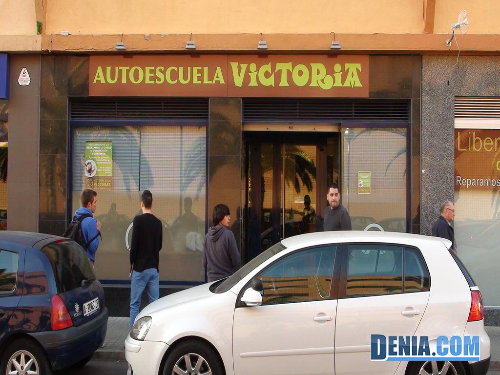 Autoescuela Victoria, Fachada