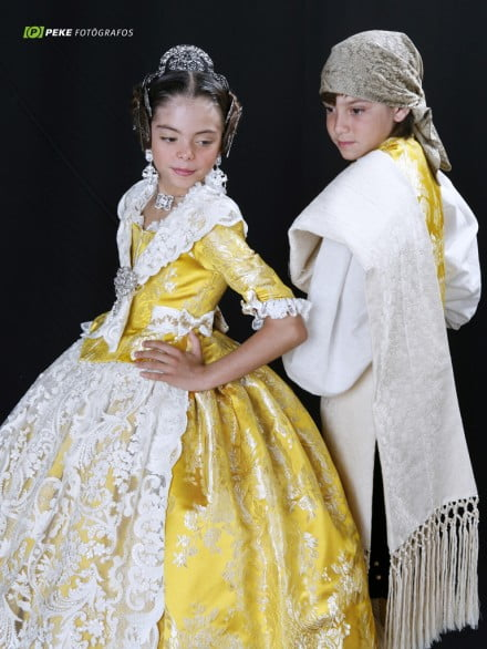 Falleros-children-dressed-by-LEspolí-440 × 586
