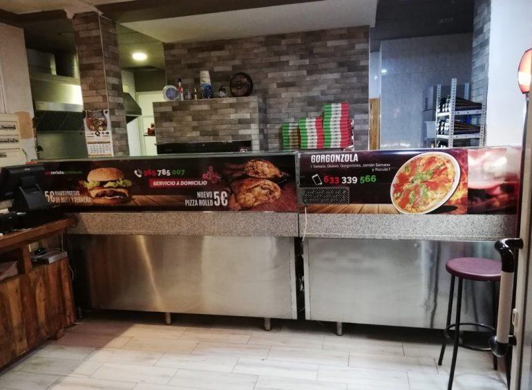 Interior de la pizzería Taormina