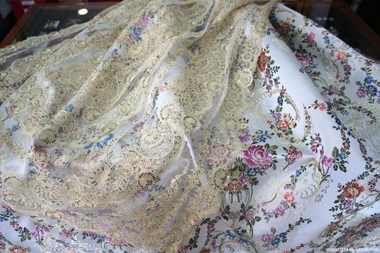 L'espolí tablecloth and cloth