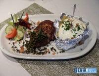 Almstübchen Dénia, Bistec argentino con pimienta verde y patatas asadas con crema agria