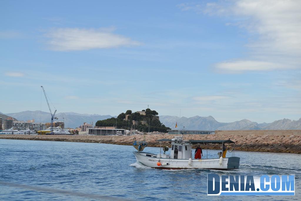El Arctic Sunrise de Greenpeace visita Dénia 03