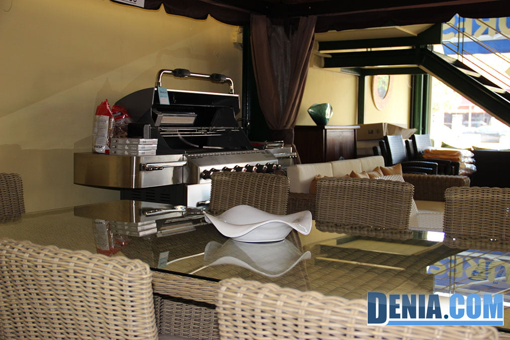Mobelsol d nia muebles de exterior conjunto de mesa y sillas y estaci n cocina barbacoa - Muebles en denia ...