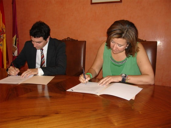 Luis Silvestre and Ana Kringe signed the agreement Urbanizarte