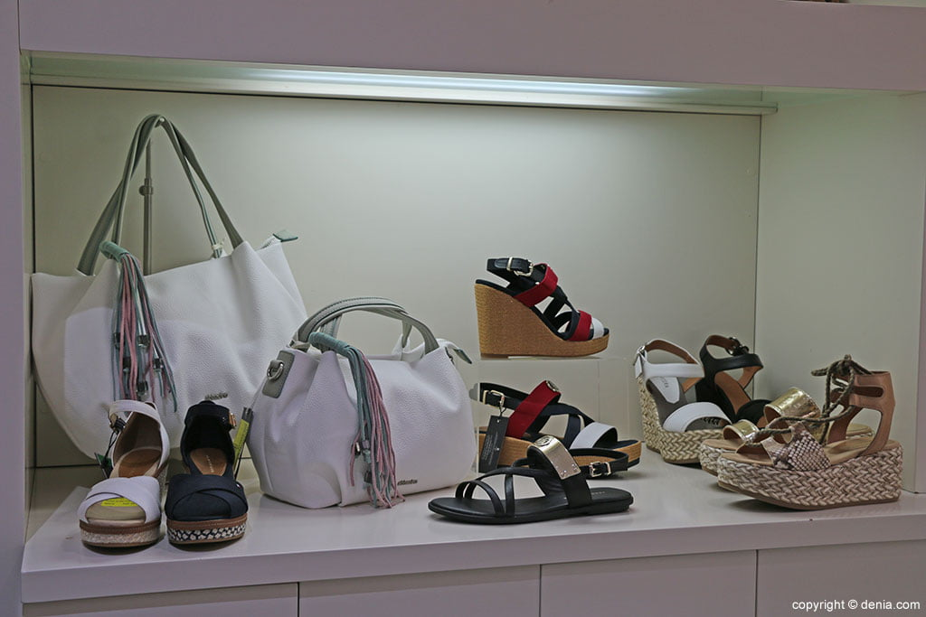 Sandals and handbags Calzados Ramón Marsal