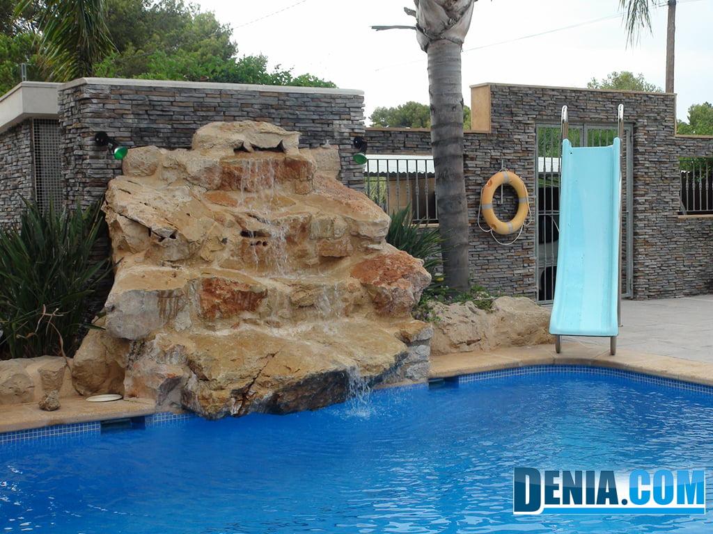 Jimenez service construcci n de elementos decorativos for Modelos de piscinas con cascadas