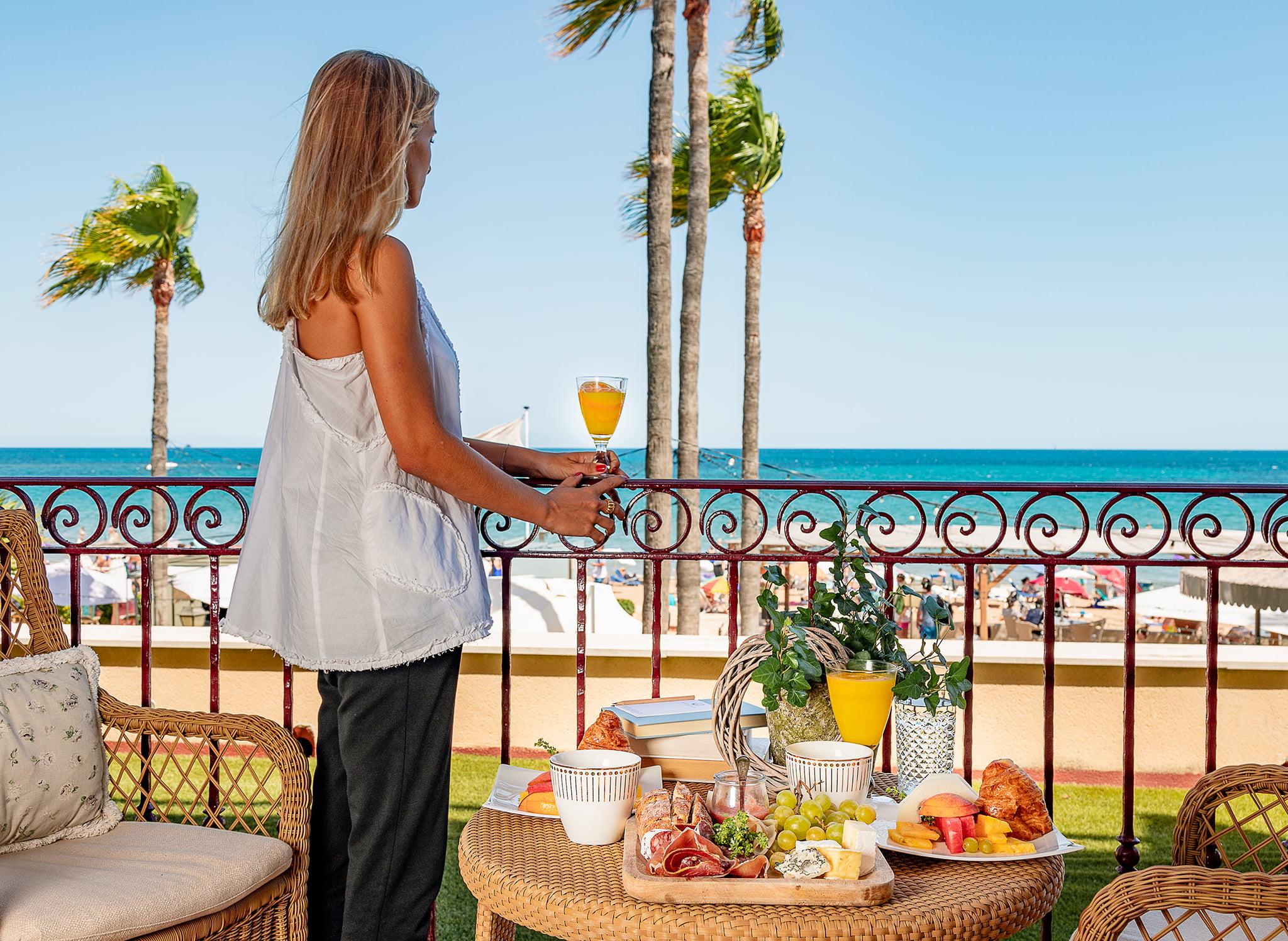 Desayunar frente al mar en Hotel Los Ángeles
