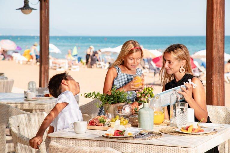 Desayuno frente al mar en Dénia - Hotel Los Ángeles