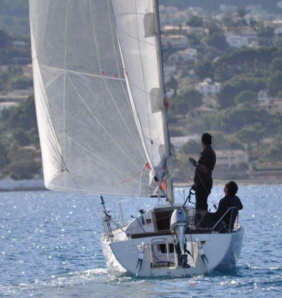 Cursos de vela y programa de regatas de Navega Velas y Viento Dénia