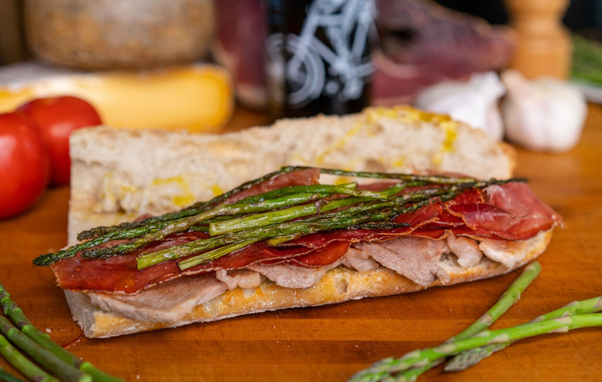 Mixed sandwich with wild asparagus - El Mosset