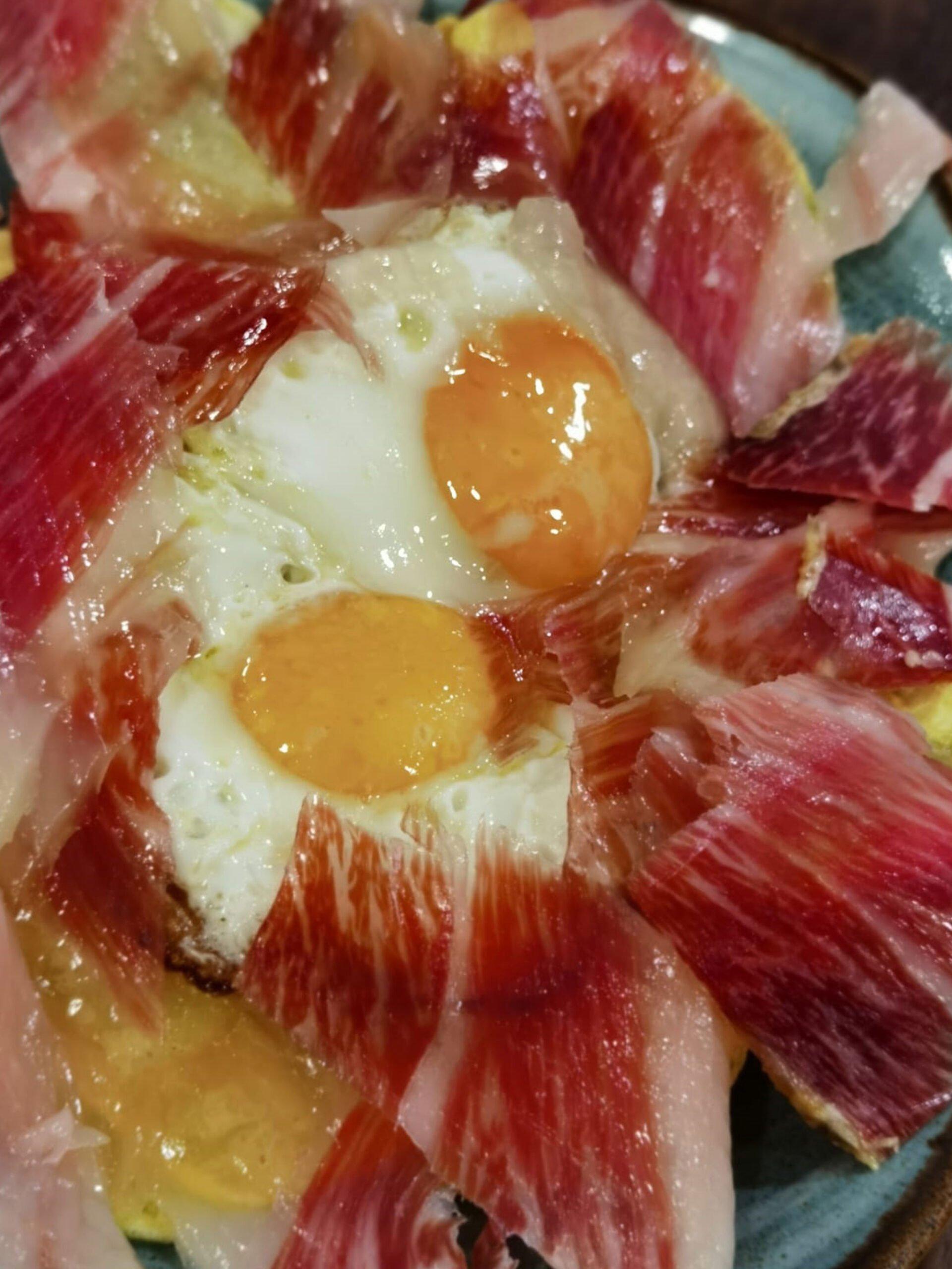 Huevos rotos con jamón en Dénia – La Cuina de Pepa