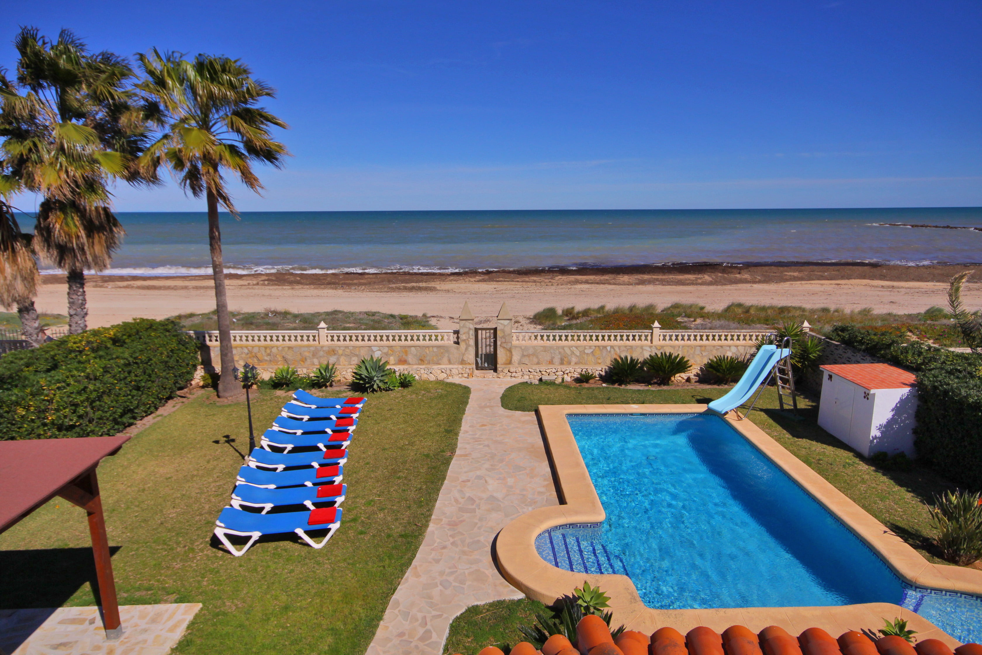 Rent apartments by the sea in Spain