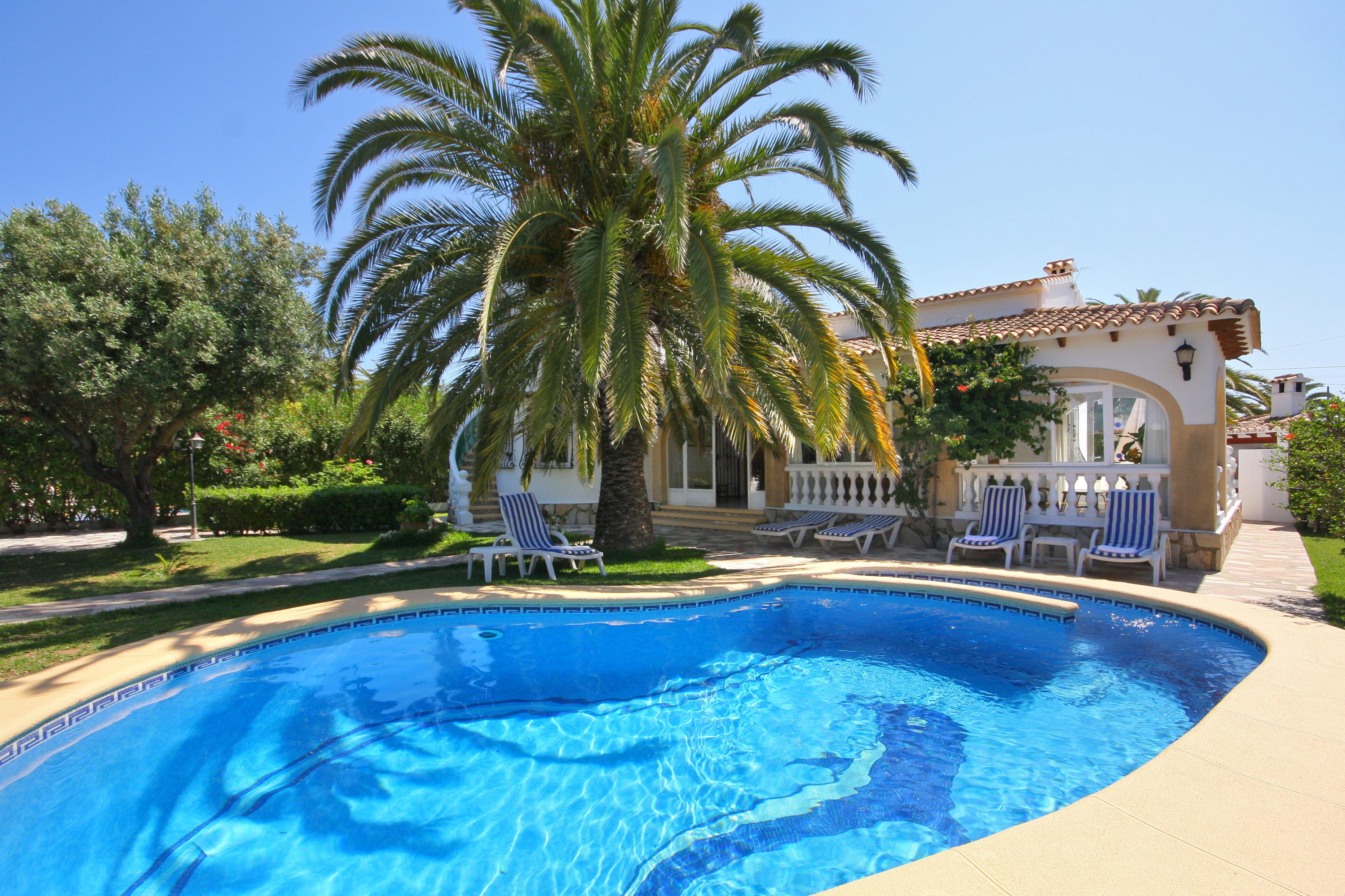 Casas con piscina privada en la costa blanca d for Casa de campo con piscina privada