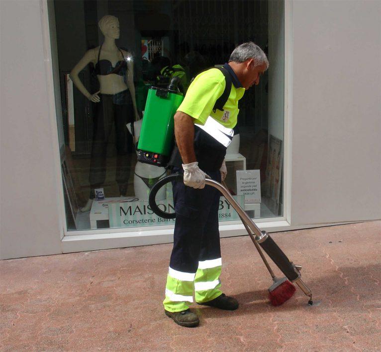 Nouvelle machine pour nettoyer la gomme sur le sol - Dénia.com