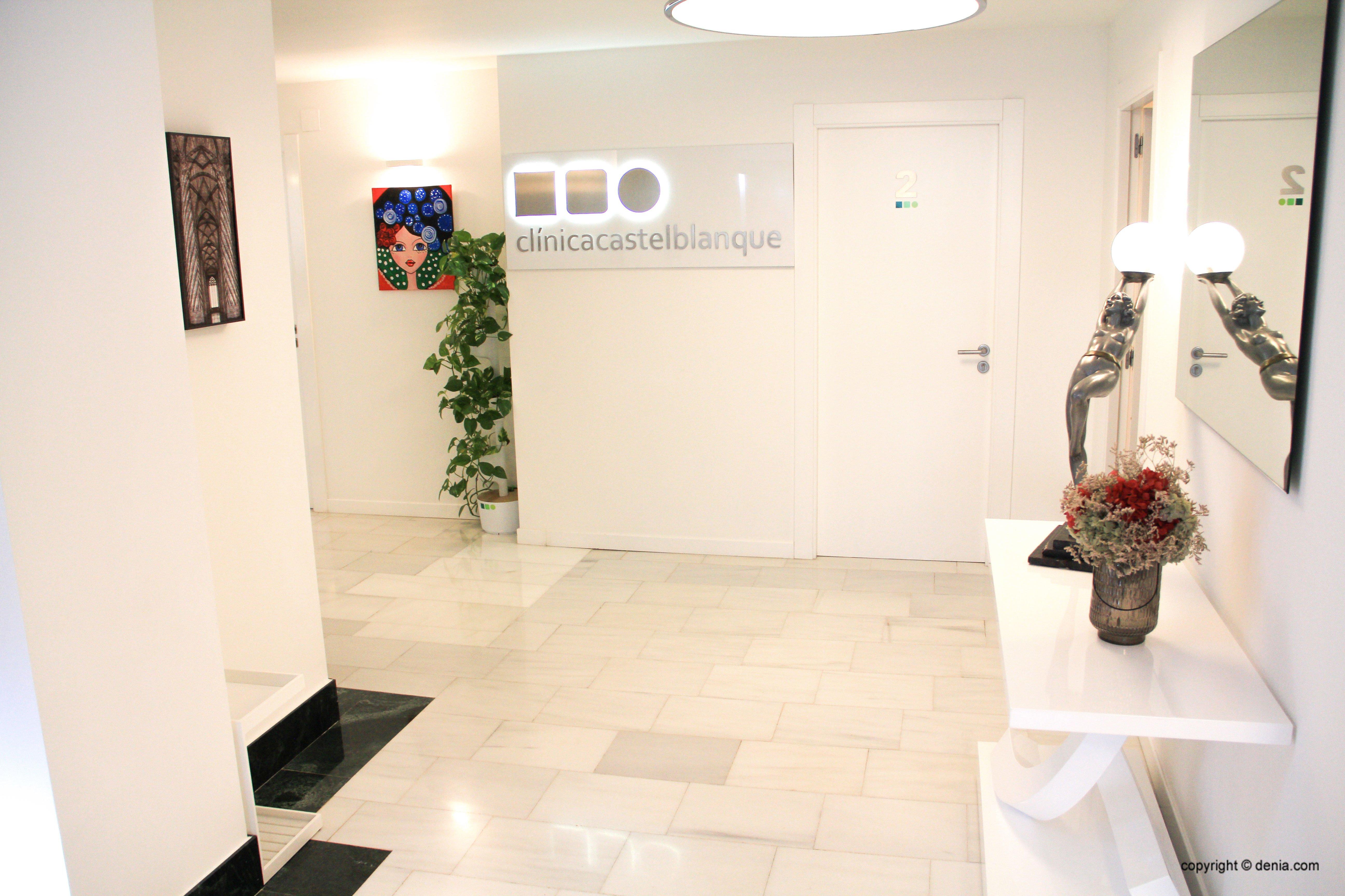Вход в клинику эстетической клиники Castelblanque