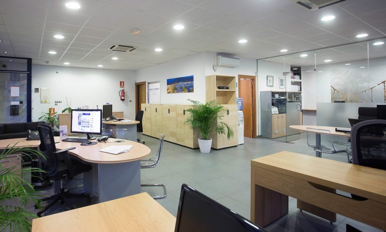 Interior oficina Quality Rent a Vila