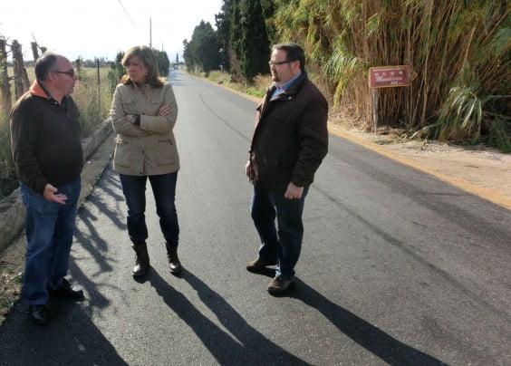 Ana Kringe y Sisco Signes viistan las obras del camí Assagador del Palmar