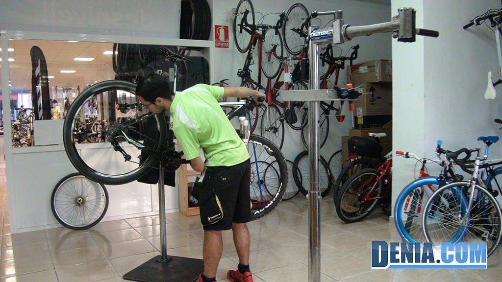 Cicles Desnivell, zona Taller reparació de bicicletes