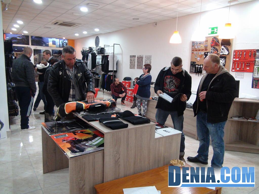 Amigos y clientes en la inauguración de Costa Blanca Moto Store