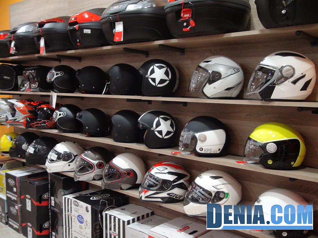 Cascos de diferentes modelos y diseños en Costa Blanca Moto Store