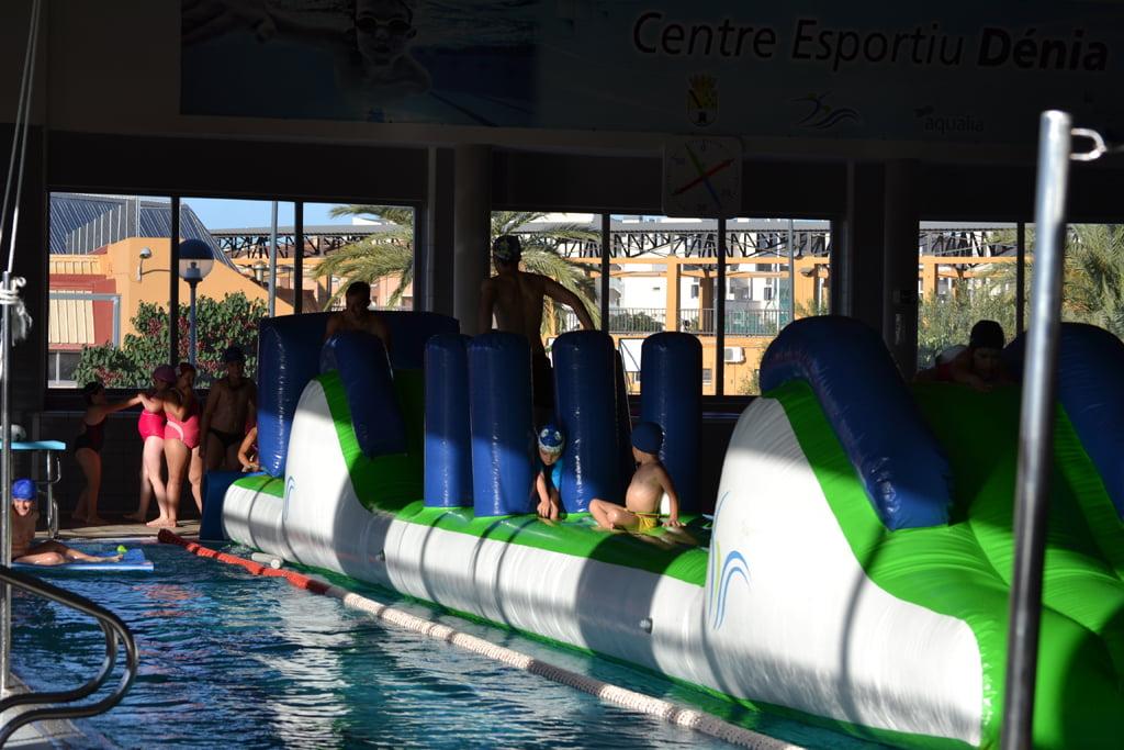 Piscina del Centre Esportiu Dénia i activitats infantils