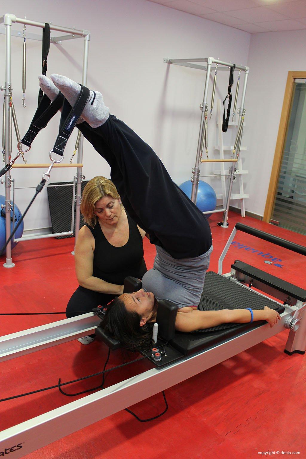 exercici amb màquina de pilates