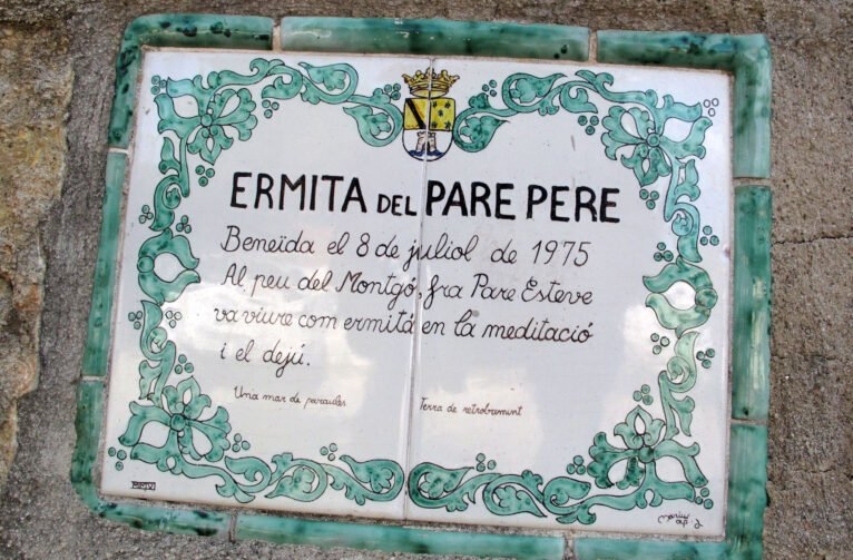 Inscripciones en la entrada de la ermita del Pare Pere de Dénia