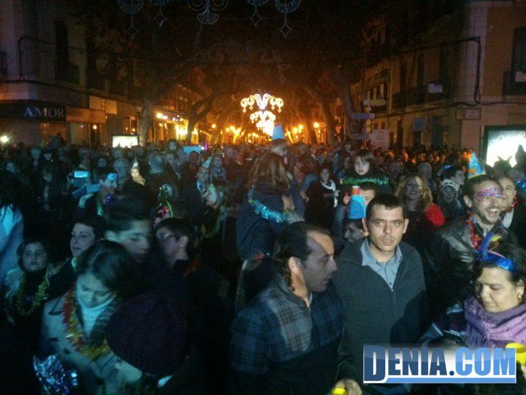 Miles de personas celebraron la Nochevieja en la calle Marqués de Campo