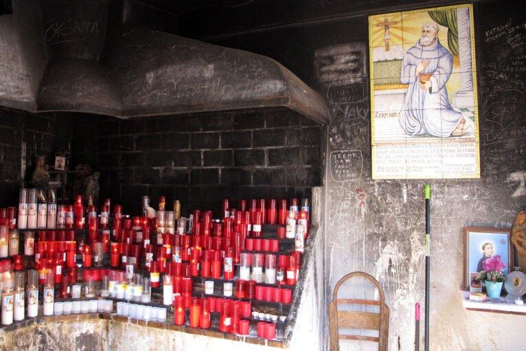 Velas en la ermita del Pare Pere de Dénia