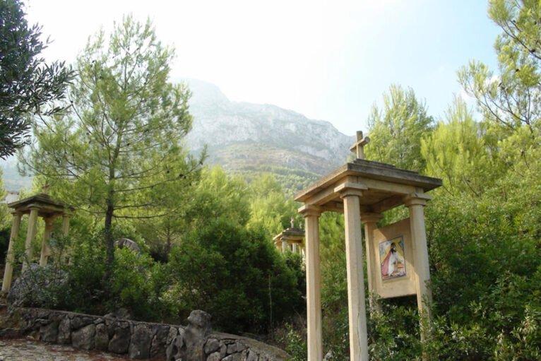 Zona de Via Crucis en el Pare Pere de Dénia