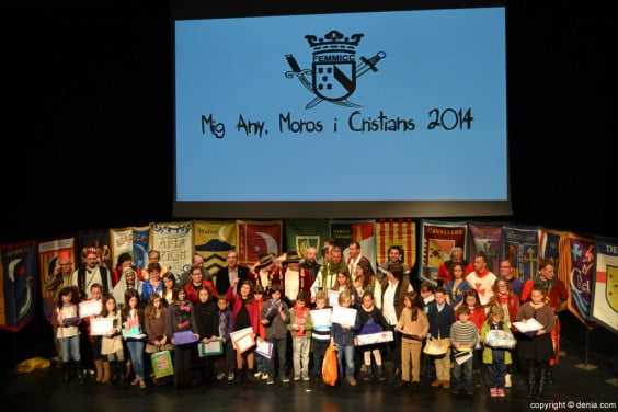 Family photo of the act of presentation of captains of Mig any of Moros y Cristianos