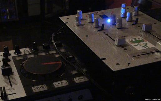 Platos de pinchas música Fiesta de Primavera de DNA ink