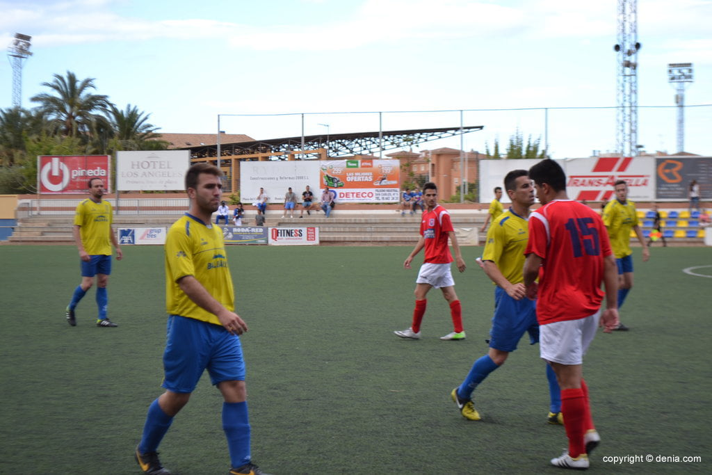 Álex, with Heredia against Contestano